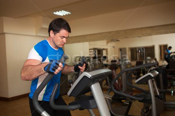 Człowiek maszyny siłowni młodych silne Zdjęcia stock © d13
