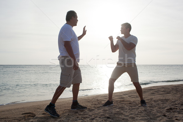 Dos hombres boxeo formación playa jóvenes maduro Foto stock © d13