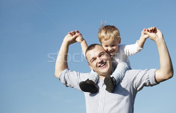 Foto stock: Pai · jovem · filho · de · volta · tanto