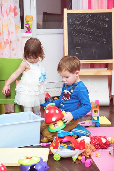 Kinderen spelen speelgoed home weinig jongen Stockfoto © d13