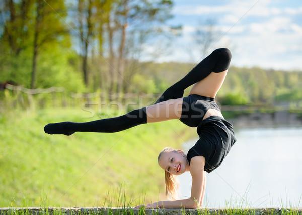 Ritmisch gymnast meisje lint outdoor Stockfoto © d13