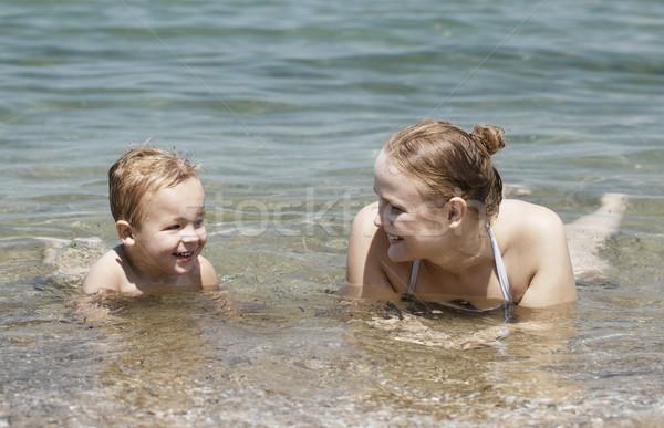 Matka syn pływać morza szczęśliwy młodych Zdjęcia stock © d13