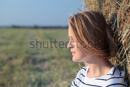 Donna fieno rotolare campo ritratto Foto d'archivio © d13