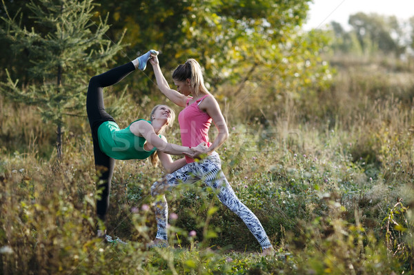 Kettő gyönyörű táncosok edz fiatal női Stock fotó © d13