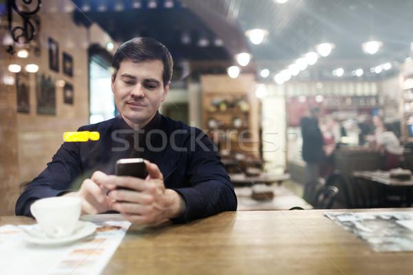 Beyefendi oturma tablo telefon içme Stok fotoğraf © d13