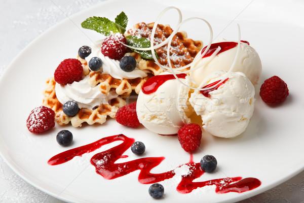 Wanilia lody świeże jagody złoty serwowane Zdjęcia stock © d13