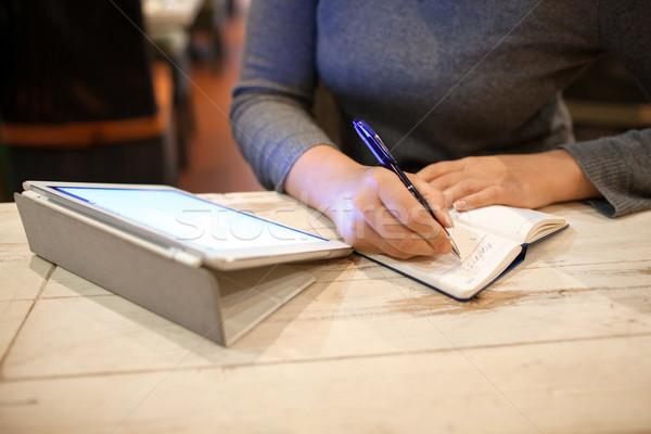 女性 ダウン 情報 ノートブック クローズアップ ストックフォト © d13
