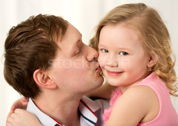 Daddy Küssen schönen wenig Tochter Stock foto © d13