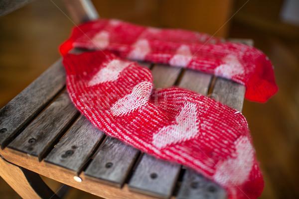 Rojo calcetines silla de madera primer plano tiro par Foto stock © d13