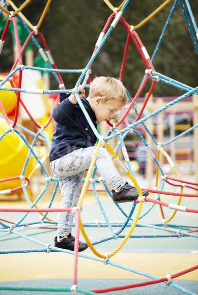 Gelukkig weinig jongen klimmen speeltuin uitrusting Stockfoto © d13