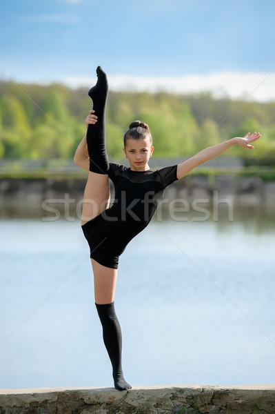 Ritmisch gymnast verticaal jong meisje tonen Stockfoto © d13