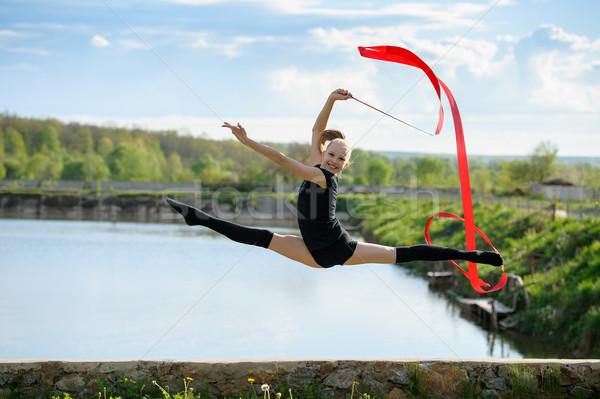 Gymnast meisje springen lint ritmisch Stockfoto © d13