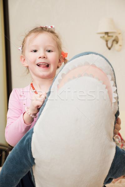 Meisje spelen pluche speelgoed meisje groot Stockfoto © d13