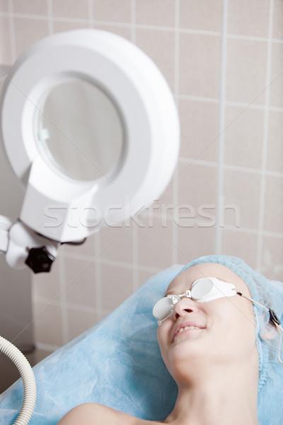 Mosolygó nő eljárás klinika biztonsági szemüveg lány egészség Stock fotó © d13