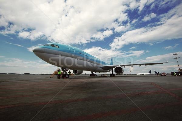 самолет современных международных аэропорту рабочие Постоянный Сток-фото © d13