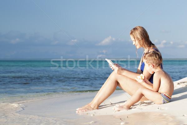 Moeder weinig zoon vergadering zee jonge Stockfoto © d13