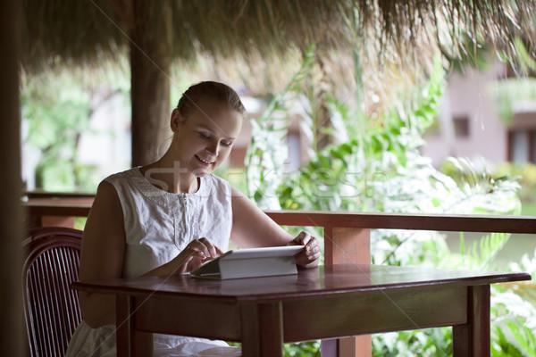Glimlachende vrouw cafe vakantie jonge vergadering Stockfoto © d13
