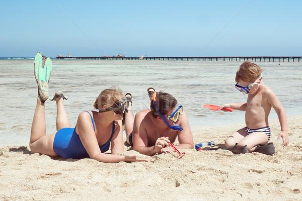 Rodziców dziecko gry plaży matka ojciec Zdjęcia stock © d13