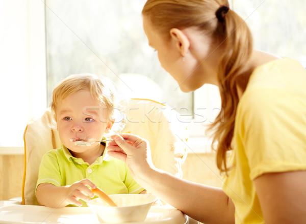 Gyerekek reggeli fiatal anya etetés kétéves Stock fotó © d13