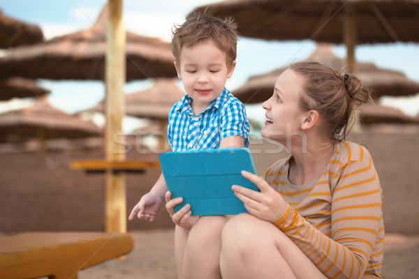 少年 母親 ビーチ リゾート 演奏 ストックフォト © d13