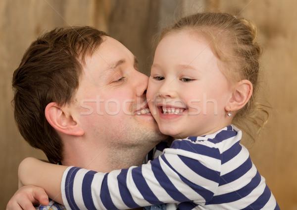 Felice padre bacio piccolo figlia giovani Foto d'archivio © d13