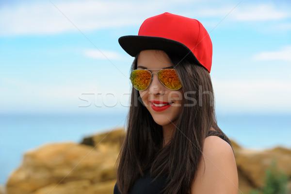 Jonge glimlachend meisje Rood cap mooie Stockfoto © d13