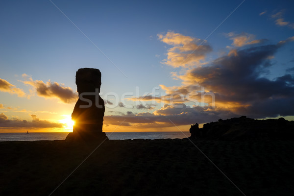 Estátua pôr do sol Ilha de Páscoa Chile sol oceano Foto stock © daboost