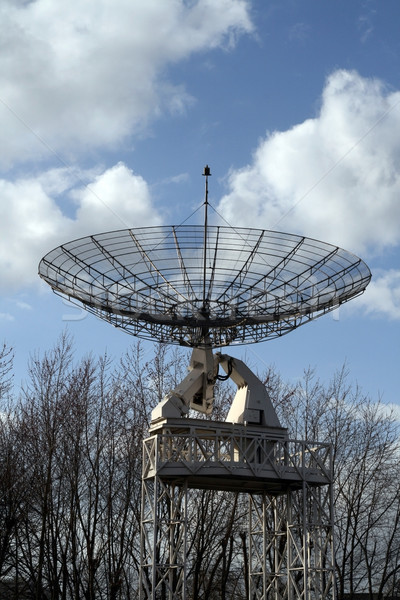 Radar komunikacji mętny niebo Zdjęcia stock © daboost