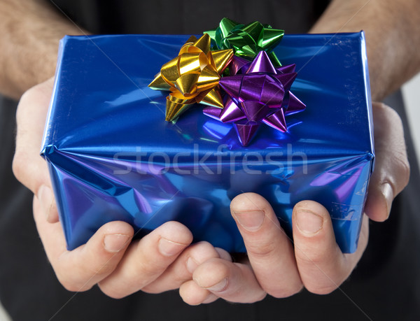 Donner cadeau mains sur tous les deux Photo stock © danienel