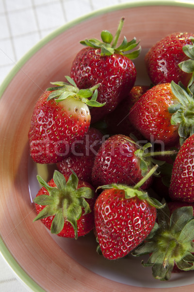 Photo stock: Fraises · bol · table · rouge