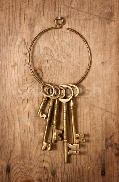 öreg sárgaréz kulcsok fém tábla antik Stock fotó © danny_smythe