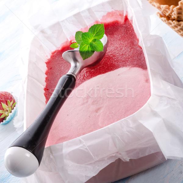 Fatto in casa fragola ghiaccio latte palla rosso Foto d'archivio © Dar1930