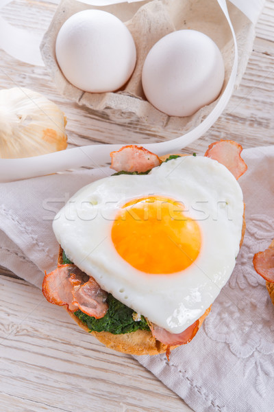Bread au gratin with fried egg and spinach Stock photo © Dar1930