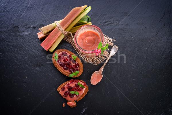 Ravent kızılcık meyve yeşil plaka yeme Stok fotoğraf © Dar1930