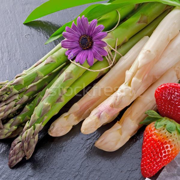 Fruits santé vert rouge plaque fraise Photo stock © Dar1930