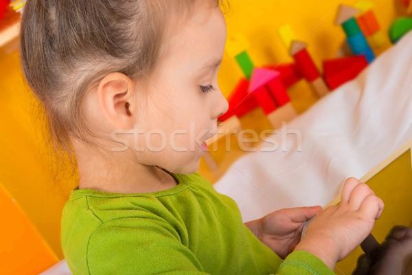 Pequeno meninas comprimido computador criança cabelo Foto stock © Dar1930