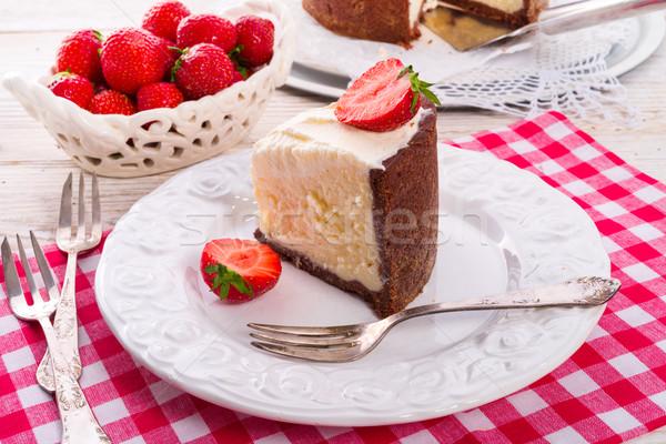 Truskawki sernik żywności strony liści ciasto Zdjęcia stock © Dar1930