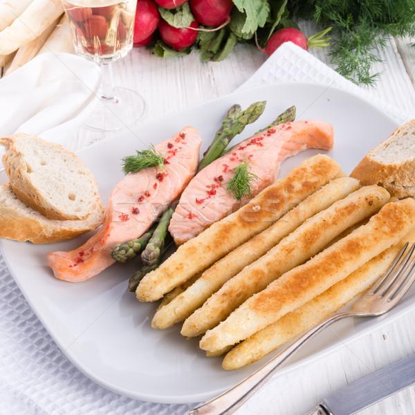 Espargos salmão filé restaurante verde Foto stock © Dar1930