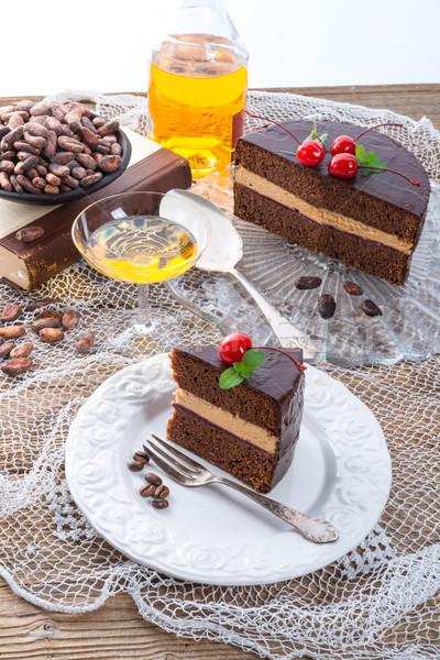 Foto stock: Bolo · de · chocolate · aniversário · fruto · escuro · branco · cereja