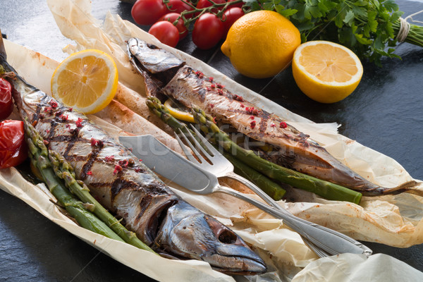 ızgara uskumru kuşkonmaz balık restoran yeşil Stok fotoğraf © Dar1930
