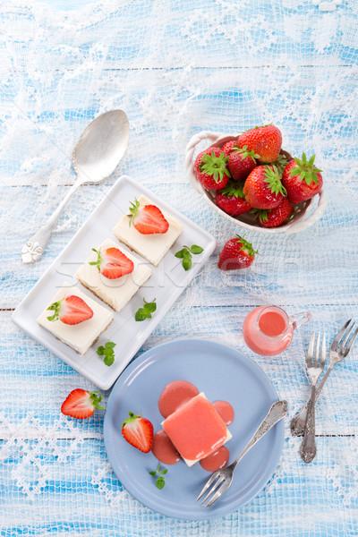 ストックフォト: チーズケーキ · イチゴ · ソース · 食品 · 葉 · フルーツ