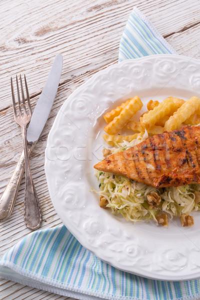 Stockfoto: Gegrilde · kip · kool · salade · noten · chips · restaurant