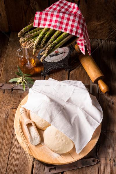 Pizza tabel chef tarwe witte boord Stockfoto © Dar1930
