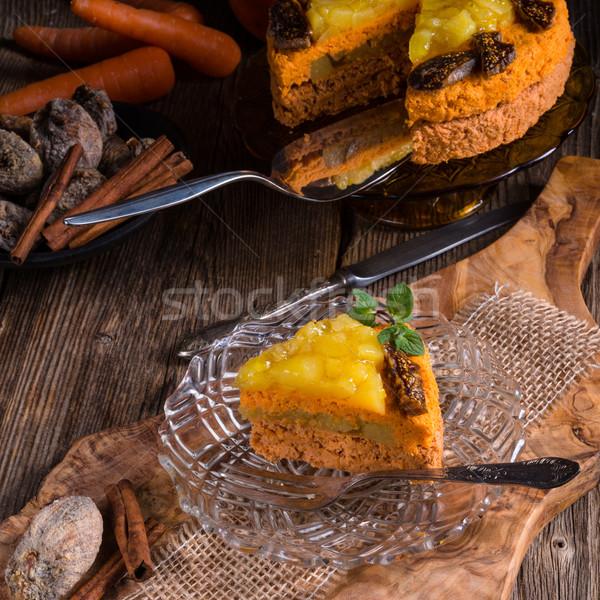 Vegan bolo de cenoura aniversário fruto branco sobremesa Foto stock © Dar1930