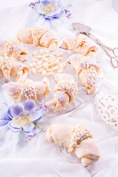 Croissant tabel plaat witte dessert lunch Stockfoto © Dar1930