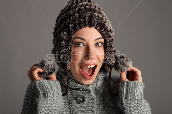 Opgewonden gelukkig jong meisje warm winter wol Stockfoto © darrinhenry