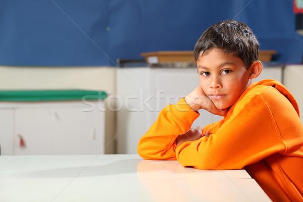 Сток-фото: серьезный · школьник · 10 · глубокий · мысли · классе