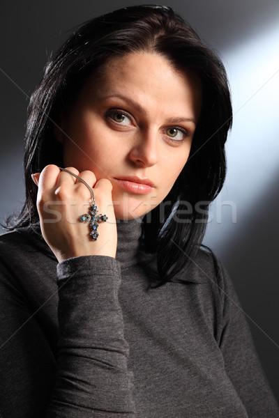 Piękna cichy religijnych kobieta krucyfiks Zdjęcia stock © darrinhenry