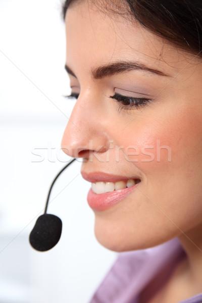 Hermosa jóvenes recepcionista hablar auricular Foto stock © darrinhenry