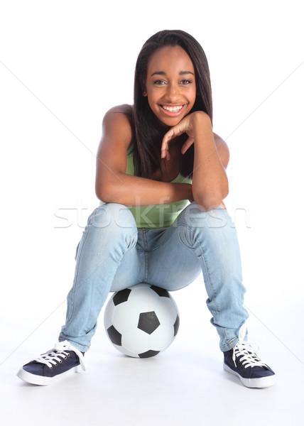 Foto stock: Belo · preto · jogador · de · futebol · menina · sessão · bola